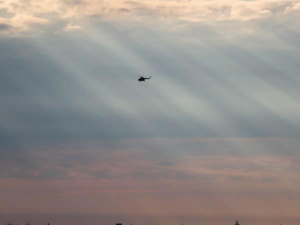 Снимка: Хеликоптер избухна и се разби, спря тока на гръцки остров