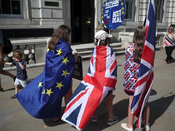 Снимка: На 31 октомври: Лондон ще спре свободното движение на хора към Острова