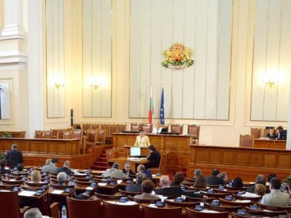 Народни представители и служители на парламента ще изучават английски, немски
