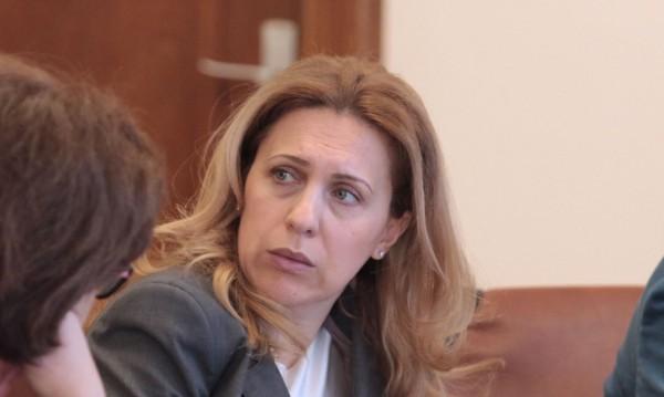 Николова не е в капан: Не разбирам от киберсигурност? Имам IT Card