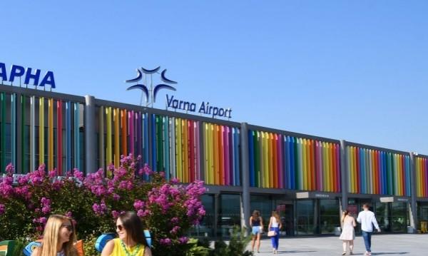 Сигнали за бомби и на летищата във Варна и Бургас