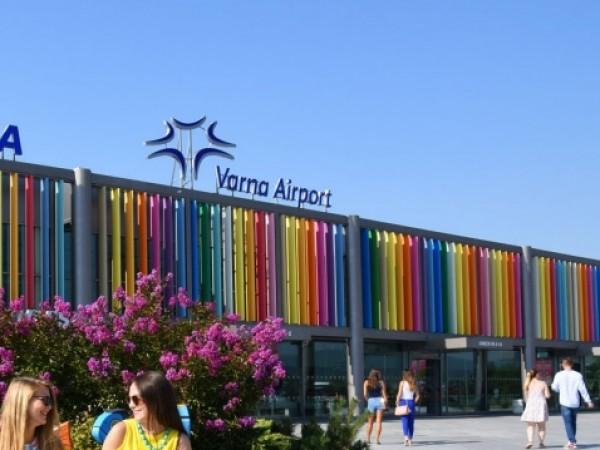 Летищата във Варна и Бургас са получили около 11.00 часа