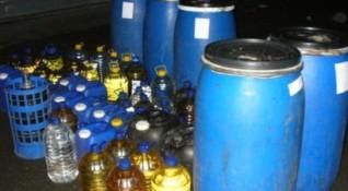 Митничарите се похвалиха: Иззехме 400 л незаконна ракия