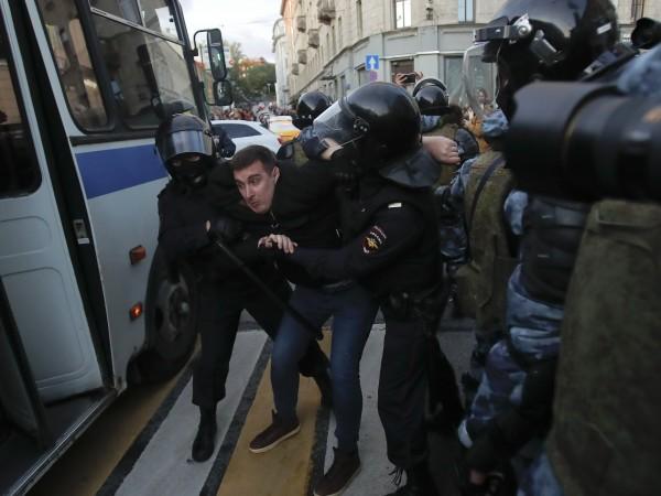 Над 550 руски учени и академици обвиниха Кремъл, че води