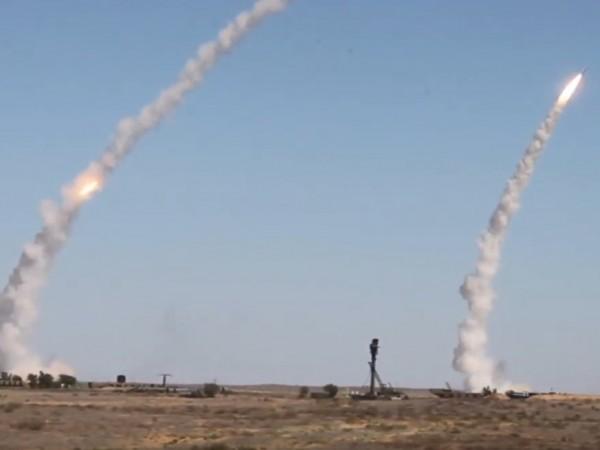 Зенитно-ракетните системи С-400 свалиха осем мишени, летящи със скорост над