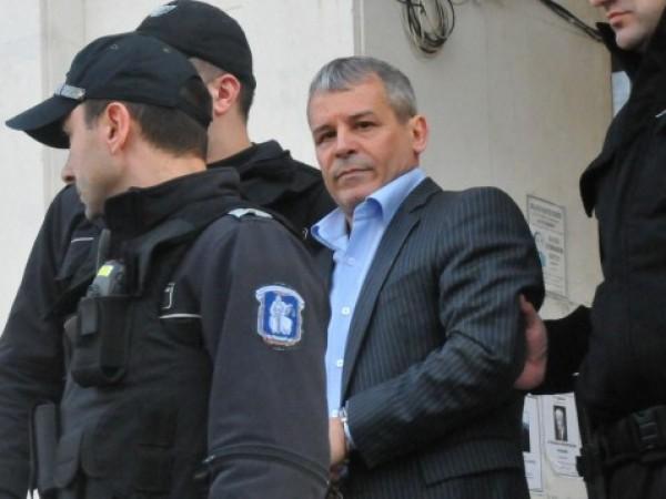 Осъденият на доживотен затвор без право на замяна по делото
