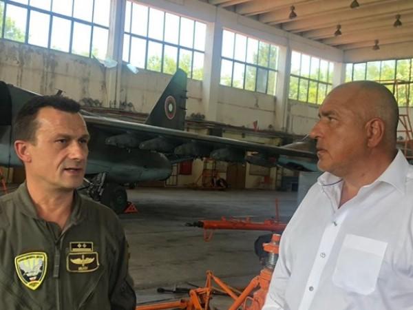 """Премиерът Бойко Борисов посети авиобаза """"Безмер"""", където се запозна със"""