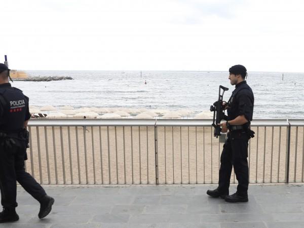 Властите на Барселона евакуираха един от популярните плажове в града