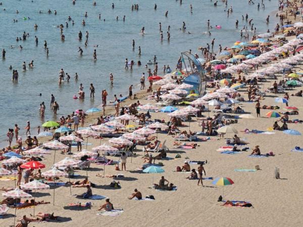 Спасителите по морето отдавна апелират за плажна полиция, която да