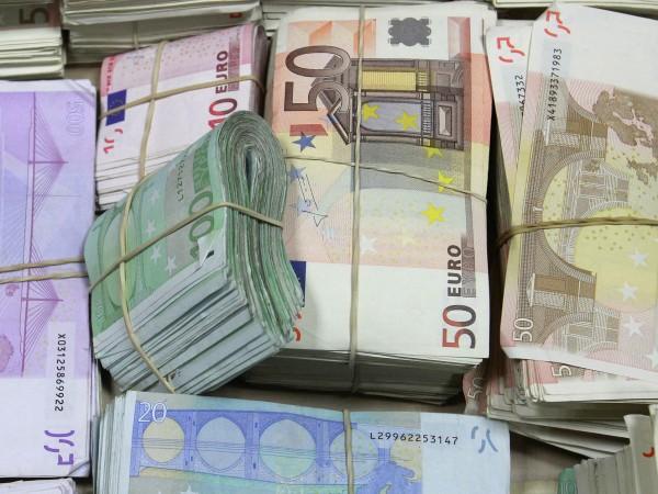 Възрастна жена даде 6000 евро в Харманли, за да й