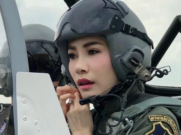 Зад името Синеенат Вонгважирапакди стои 34-годишна тайландка, която официално е