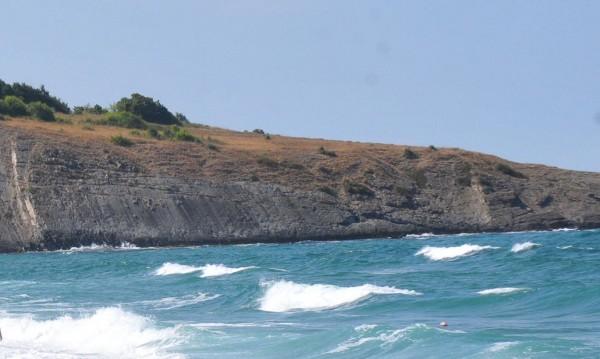 Тяло на мъж изплува от морето край Синеморец