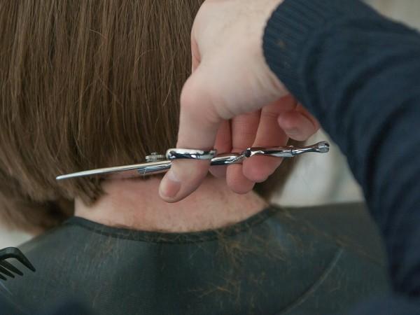 Блестящата и обемна коса прави впечатление и жените традиционно полагат