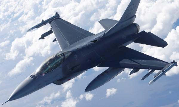 Турски военни самолети летят над Гърция и така - 56 пъти!