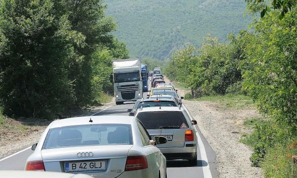 Засилен трафик през граничните пунктове със Сърбия и Гърция