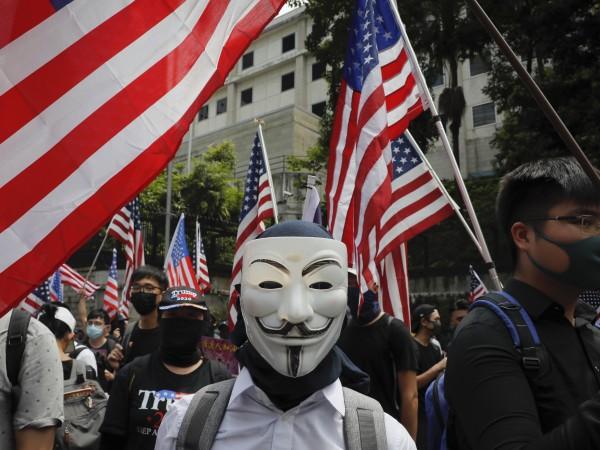 Стотици протестиращи се събраха в центъра на Хонконг за шествие