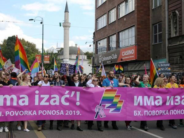 Снимка: 1000 полицаи охраняваха първия гей парад в Босна