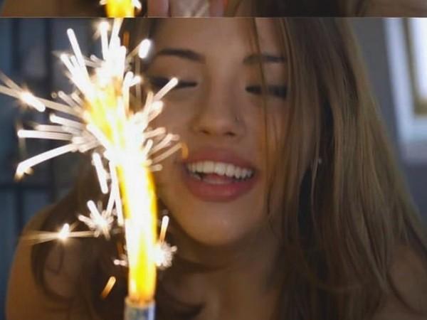 Певицата Дара днес навърши 21 години. Тя сподели, че се