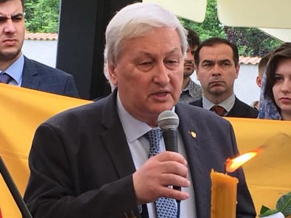 Руският сенатор Константин Косачов е разтревожен от съобщенията за задържането
