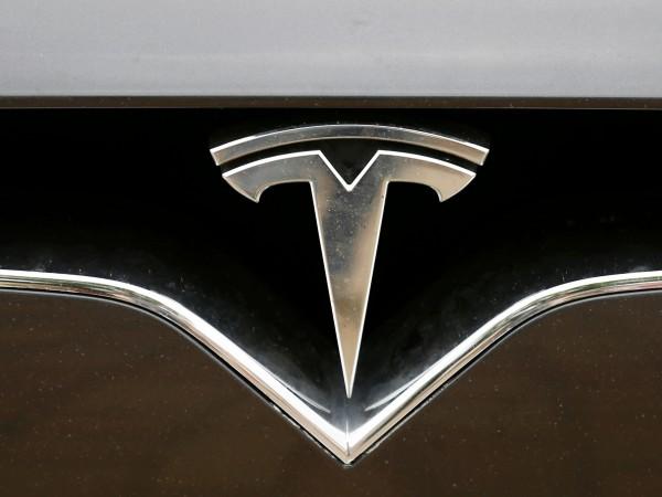 Да видиш спящ шофьор зад волана на Tesla вече е