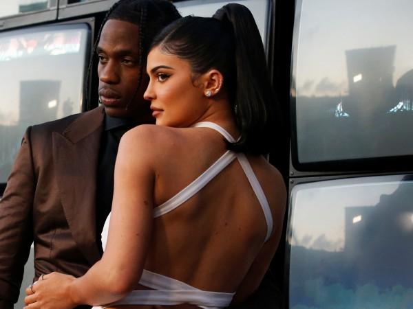 Кайли Дженър и партньорът ѝ, баскетболистът Травис Скот, са позирали