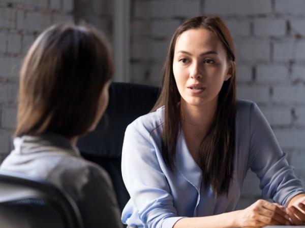 Приятен или не, понякога се налага разговорът да бъде прекъснат.