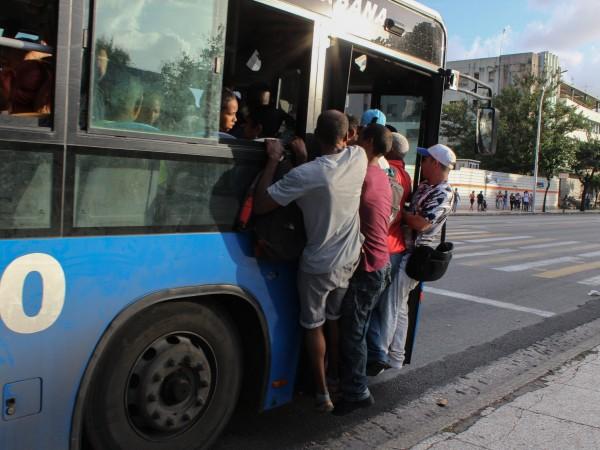 """Кубинският президент Мигел Диас-Канел призна, че страната му преживява """"енергийна"""