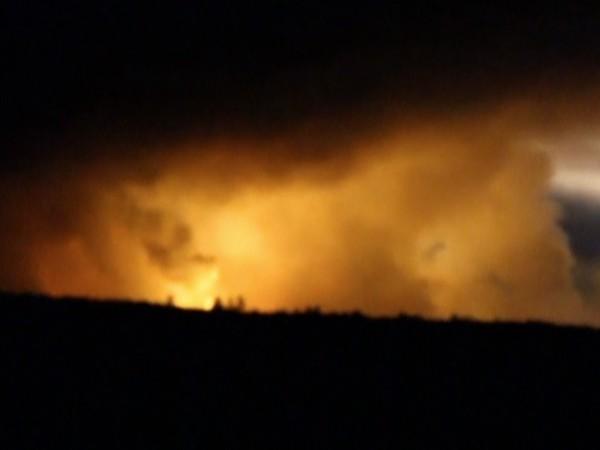 Поредица от експлозии са избухнали тази нощ в склад за