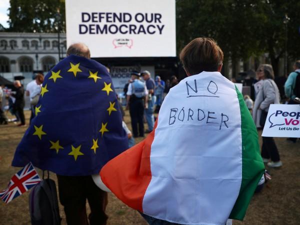 Избирателите в Северна Ирландия биха подкрепили с минимална преднина (51