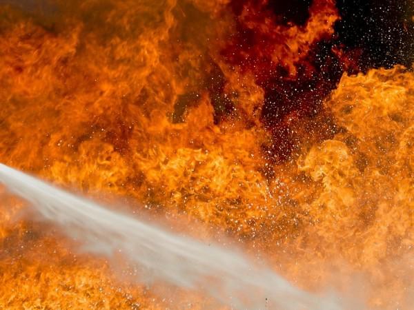 Пожарът край Котел продължава да гори. Шест екипа на пожарната,