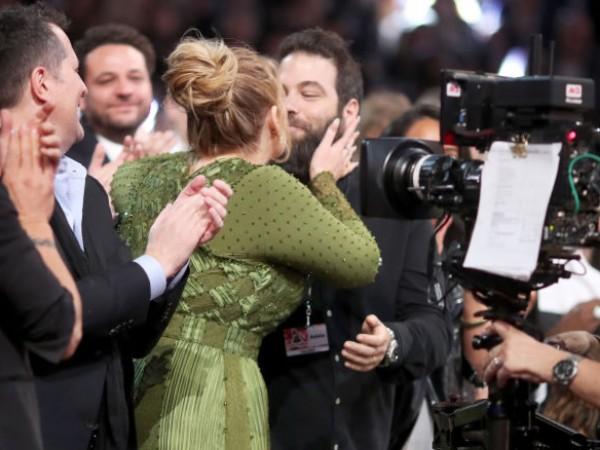 Британската звезда Адел подаде документи за развод със съпруга си