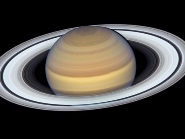 """Телескопът """"Хъбъл"""" засне планетата Сатурн, когато тя се доближи максимално"""