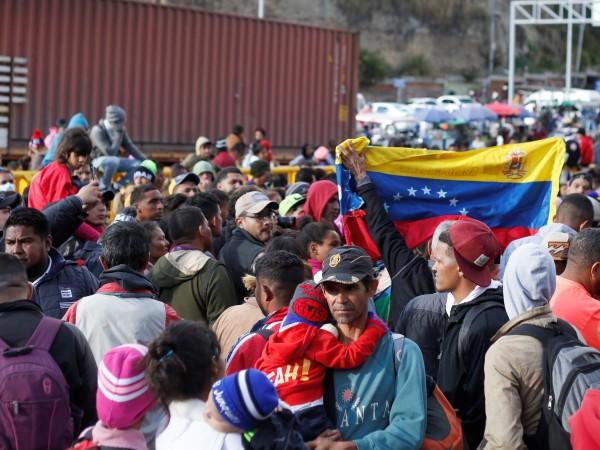 Отношенията между Венецуела и Колумбия се нажежават, напомнят дори предвоенно
