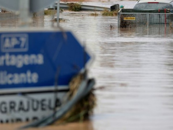 Расте броят на жертвите на наводненията в Югоизточна Испания. Най-малко