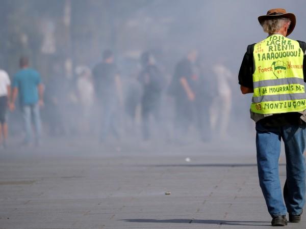 """""""Жълтите жилетки"""" излязоха на протест във Франция за 44-ти път."""