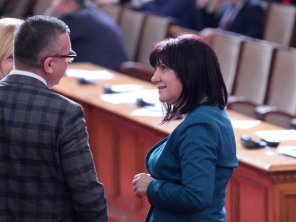 Шефката на парламента Цвета Караянчева, която пострада при катастрофа с