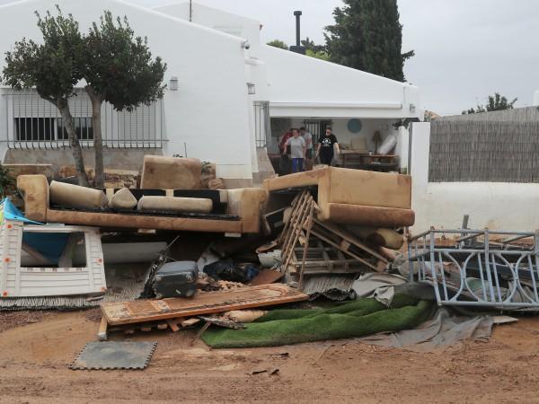 Стотици хора бяха евакуирани заради наводненията в Югоизточна Испания, съобщиха