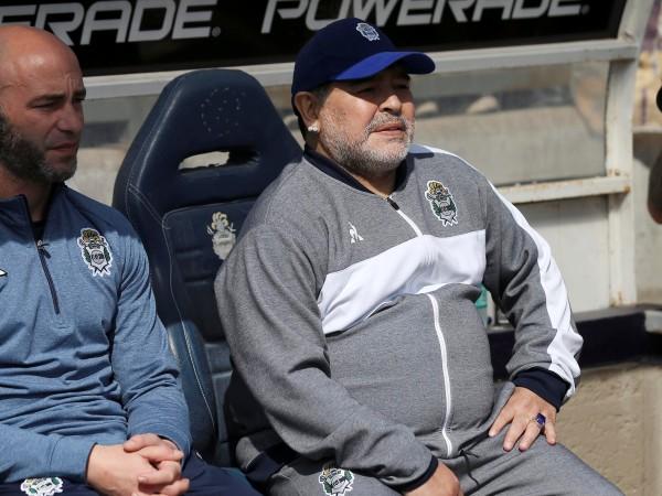 Легендата Диего Марадона дебютира като старши треньор на Химнасия и