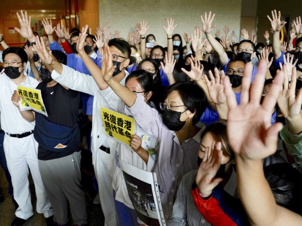 Властите в Хонконг отново потвърдиха позицията си, че насилието не