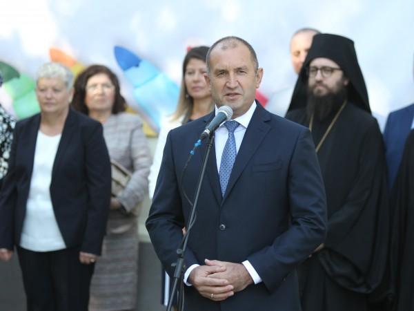 Президентът Румен Радев отново разкритикува премиера Бойко Борисов и отправи