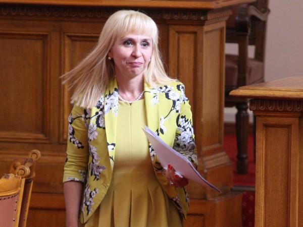 Вече 2 седмици, откакто Мая Манолова подаде оставка, България има