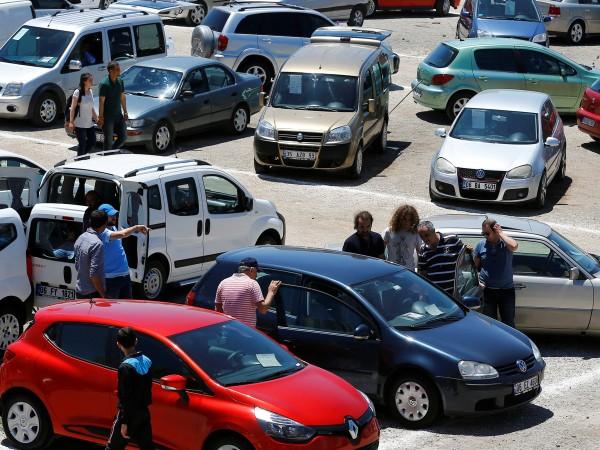 Продажбите на нови автомобили в Европа паднаха рязко през август,