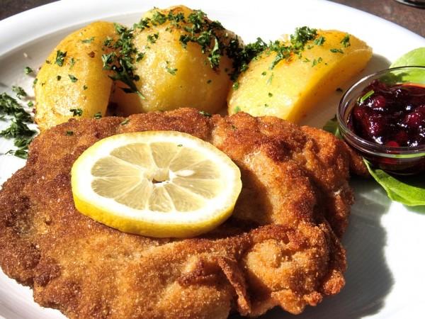 Германски готвачи подобриха световния рекорд за големина на шницел, като