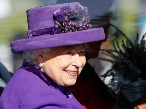 Британската кралица Елизабет Втора върна на австралийско 5-годишно момиченце плюшената