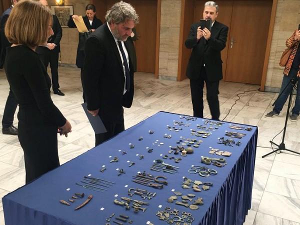 202 археологически находки се връщат обратно в България. Днес министърът