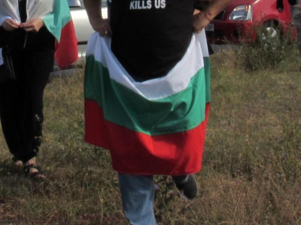 Жители на три созополски селища протестират за имотите си, боклука