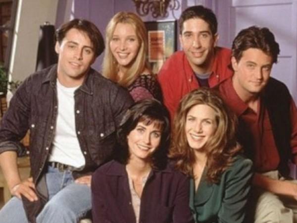 """Снимка: 25 години с """"Приятели""""-те Рейчъл, Моника, Фийби..."""