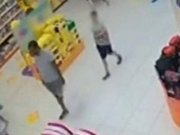 Крадци посегнаха на детски играчки от магазин в столичен мол.