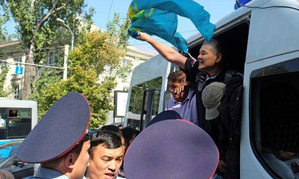Протести в Казахстан, десетки се озоваха в ареста