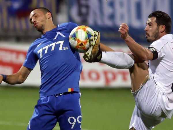 Левски победи с 2:0 Славия в столичното дерби от 10-ия